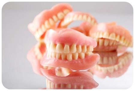 ฟันปลอมแบบทั้งปาก